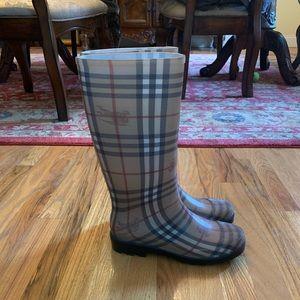 Burberry Rain/Snow Boots Size 41 EUC!!